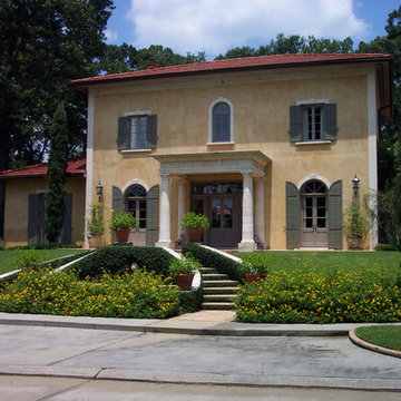 Front view of Tuscan style Villa
