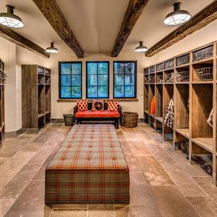 Создайте стильный интерьер: тамбур среднего размера в стиле рустика с белыми стенами, полом из керамогранита и коричневым полом - последний тренд