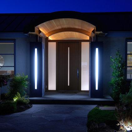 Contemporary Entry by square three design studios