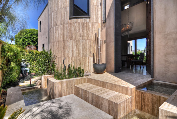 Contemporary Entry by Glover + Graham Design Collective
