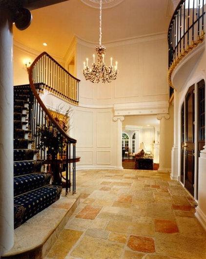 Traditional Entry by Downey Robbins Szafarz Architects Inc.