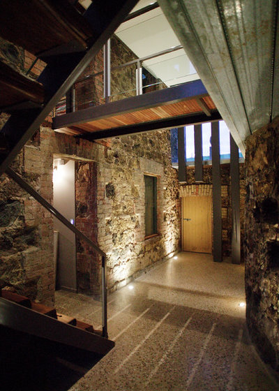 Rustic Entry by Centrum Architects