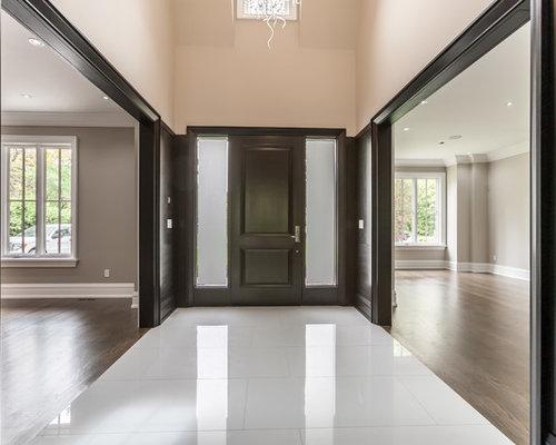 hall d 39 entr e avec un mur noir photos et id es d co de halls d 39 entr e de maison ou d 39 appartement. Black Bedroom Furniture Sets. Home Design Ideas