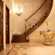 Traditional Entry by Aaron Bornstein & Associates
