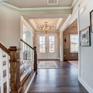 Foto de hall tradicional renovado, de tamaño medio, con paredes beige, suelo de madera oscura, puerta doble y puerta blanca