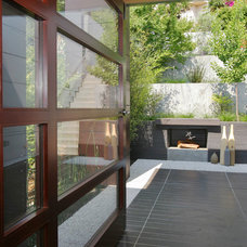 Contemporary Entry by JP Builders, Inc