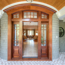 Traditional Entry by Camens Architectural Group, LLC