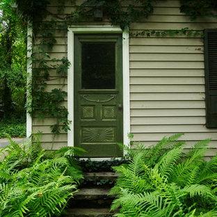 バーミングハムの片開きドアトラディショナルスタイルのおしゃれな玄関ドア (緑のドア) の写真