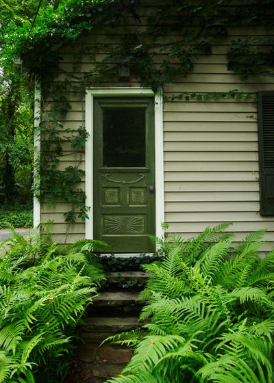 American Traditional Entry by Troy Rhone Garden Design