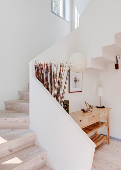 Modern Entrance by The Turett Collaborative