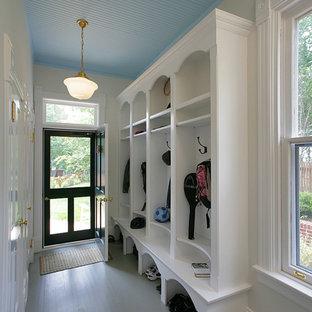 ワシントンD.C.のトラディショナルスタイルのおしゃれなマッドルーム (塗装フローリング) の写真
