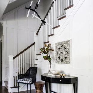 Foto de distribuidor clásico renovado con paredes blancas, suelo de madera oscura y suelo marrón