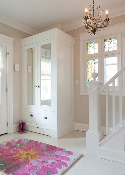 Transitional Entrance by Sealy Design Inc.