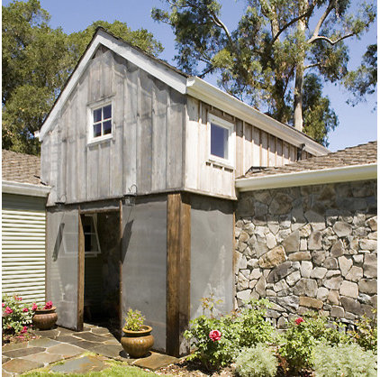 Rustic Entry by Mark English Architects, AIA