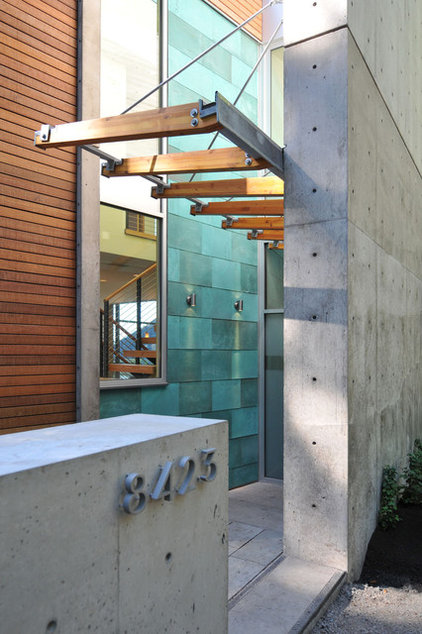 Contemporary Entry by Coates Design Architects Seattle
