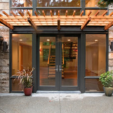 Contemporary Entry by YS BUILT, LLC