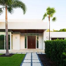 Modern Entry by W.A. Bentz Construction, Inc.