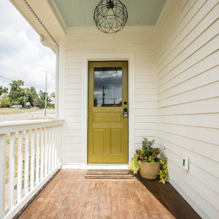 Idee per una porta d'ingresso vittoriana di medie dimensioni con pareti bianche, una porta singola e una porta verde