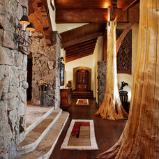Rustic Entry by RMT Architects