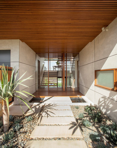 Contemporary Entry by Richard Cole Architecture