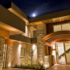 modern entry by Begrand Fast Design Inc.