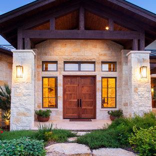 На фото: входная дверь в стиле рустика с двустворчатой входной дверью и входной дверью из дерева среднего тона с