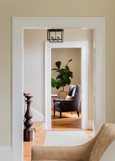 Traditional Entry by Lisa Tharp Design
