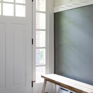 Idéer för mellanstora vintage ingångspartier, med flerfärgade väggar, klinkergolv i keramik, en enkeldörr, en vit dörr och blått golv