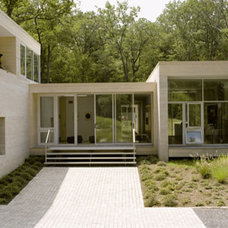 Modern Entry by Hanrahan Meyers Architects