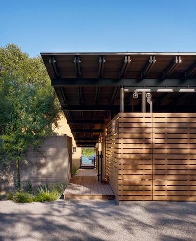 Contemporary Entré by Lake Flato Architects