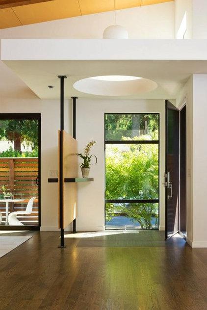 Modern Entry by Giulietti Schouten Architects