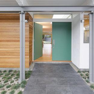 ロサンゼルスの両開きドアミッドセンチュリースタイルのおしゃれな玄関ドア (青いドア) の写真