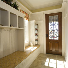 Traditional Entry by Bowerman Kenneth R Architect Inc