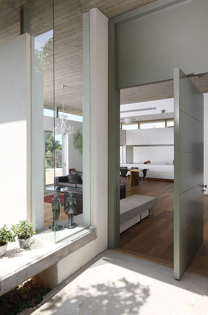 Modern Entry by Amitzi Architects