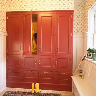 Cette image montre une entrée traditionnelle avec un vestiaire.