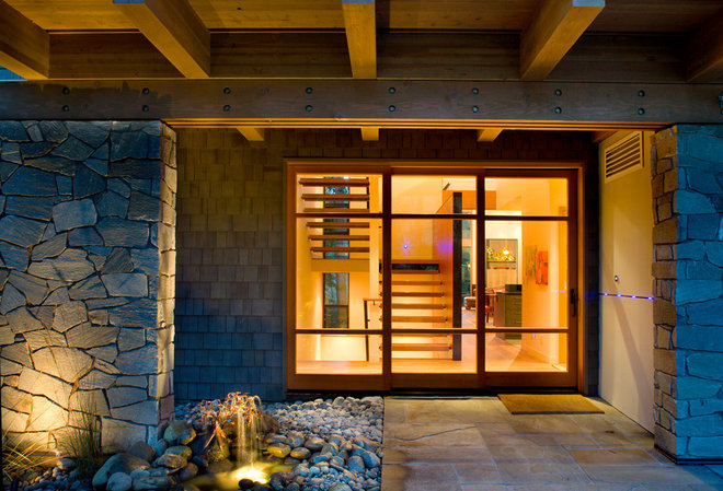 Traditional Entry by Coop 15 Architecture