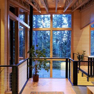 Diseño de distribuidor contemporáneo, grande, con suelo de bambú