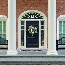 Traditional Entry by Camery Hensley Construction, Ltd