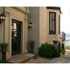 Traditional Entry by Doma Architects, Inc.