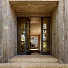 Mediterranean Entry by Ken Linsteadt Architects
