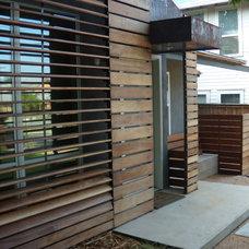 Modern Entry by E.mc Interiors