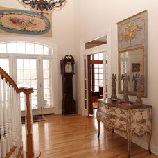 Traditional Entry by Interior Makeovers by Annie OCallaghan