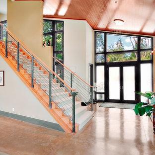 Idéer för mellanstora funkis ingångspartier, med beige väggar, klinkergolv i keramik, en dubbeldörr, en svart dörr och orange golv