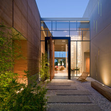 Contemporary Entry by Assemblage Studio