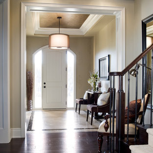 Elegant entryway photo in Toronto