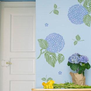 Idéer för att renovera en orientalisk entré, med blå väggar