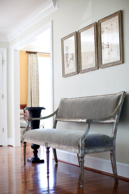 Small Foyer Settee : Settees and lounges that work magic in small spaces