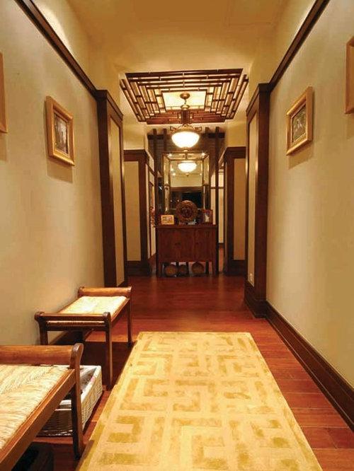 Idées déco pour un hall dentrée victorien de taille moyenne avec un mur beige