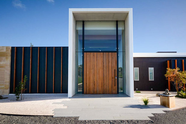 Contemporary Entry by KAB CONSTRUCTIONS