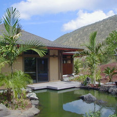 Tropical Entry by Dinmore & Cisco Architects, Inc.